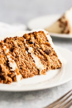 The BEST healthy carrot cake made with almond flour and coconut flour. This paleo gluten free carrot cake will be your new favorite! Gluten Free Carrot Cake, Healthy Carrot Cakes, Gluten Free Cakes, Gluten Free Baking, Gluten Free Recipes, Healthy Desserts, Coconut Flour, Sans Gluten, Savoury Cake