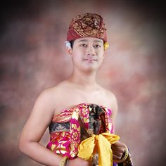 Un balinais au costume traditionnel #voyage_bali #costume_traditionnel_balinais