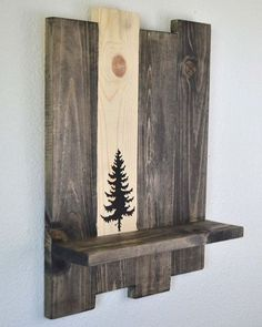 Wood Pallets Ideas Nothing can match the beauty and attraction of a roughly recycled wood pallet wall shelf like this one. Though we have had some more options too… - Arte Pallet, Pallet Art, Diy Pallet Projects, Pallet Ideas, Small Wood Projects, Craft Projects, Wood Ideas, Project Ideas, Sewing Projects