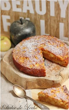 Jednoduchý jablkový koláč podľa osvedčenej francúzskej receptúry | Urob si sám Apple Cake, Bagel, Fruit Cakes, Bread, Sweet, Recipes, Dulce De Leche, Sweets, Candy