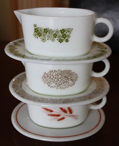 Vintage Pyrex Patterned Gravy Boats
