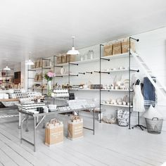 My younger sister (always eager to represent the Pacific Northwest) recently clued me in to Salt House Mercantile—a shop on Bainbridge Island, Washington, Portal Do Sol, Showroom, Bainbridge Island, Retail Interior, Interior Shop, Shop House Plans, Layout, Shop Interiors, Vintage Design