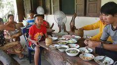 กุ้งทอด แกงหน่อ ปิ้งปลาทาเกลือ ส้มตำลาว ครัวลาวแซ่บหลาย a lot of Lao foo...