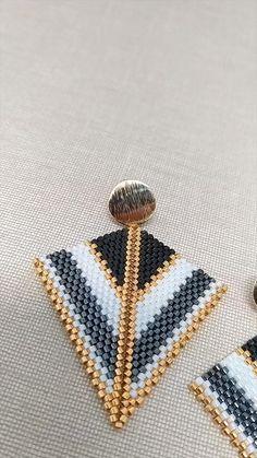 Beaded Earrings Patterns, Peyote Beading, Handmade Jewelry Designs, Beadwork, Hoop Earrings, Seed Bead Bracelets, Seed Bead Jewelry, Bead Jewellery, Bead Jewelry