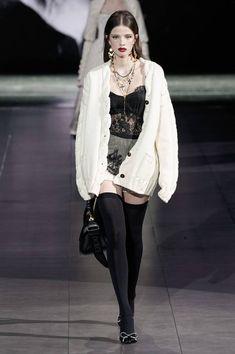 Dolce & Gabbana Fall 2020 Ready-to-Wear Fashion Show - Dolce & Gabbana Fall 2020 Ready-to-Wear Collection – Vogue - Fashion 2020, Runway Fashion, High Fashion, Winter Fashion, Fashion Show, Fashion Outfits, Womens Fashion, Fashion Design, Pretty Outfits