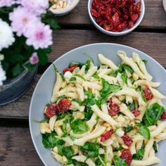 Italienischer Nudelsalat mit Rucola & Honig-Senf-Dressing My favorite Italian pasta salad with arugula and honey-mustard dressing Honey Mustard Dressing, Pasta Salad Italian, Arugula, I Foods, Potato Salad, Cabbage, Food And Drink, Cooking Recipes, Snacks