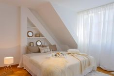 Hell und gemütlich ist dieses Schlafzimmer aus unserer Community! Entdecke noch mehr Wohnideen auf COUCHstyle #living #wohnen #wohnideen #einrichten #interior #COUCHstyle