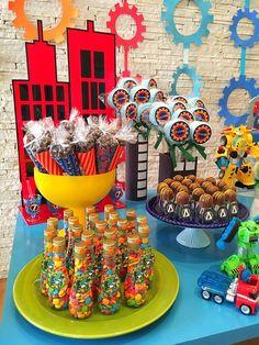 Detalhes da mesa decorada por Lilian Ruas, da Tribo da Festa www.tribodafesta.com.br #festainfantil #mesadecorada #rescuebots