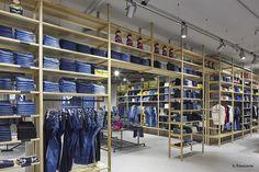 "La Rinascente, Milan, Italy, new second floor, ""Open for Viewing"", pinned by Ton van der Veer"