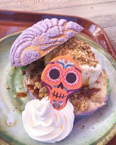 If Disney's Halloween treats are already making your mouth water, then prepare yourself for the park's first Día de Los Muertos Pan Dulce Ice Cream Disney Desserts, Disney Snacks, Disney Recipes, Disney Themed Food, Disney World Food, Comida Disneyland, Disney's Halloween Treat, Food Themes, Food Ideas