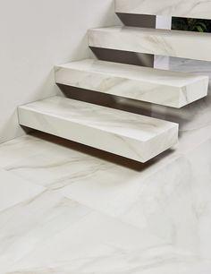 Novidade na coleção IN OUT | PURA MATERIA, o acabamento em Silk do Bianco Covelano evidencia a elegância de um mármore polido com reflexo sutil, quase sem brilho. Além disso, o seu grande formato 60x120cm demonstra versatilidade no momento da aplicação, podendo se transformar em material para escadas ou demais objetos. Belo e funcional! ♥ #portobello_sa #portobellolovers #BiancoCovelano #MarmiClassico #silk #porcelanato#coleçao2017 #PuraMateria #marmore #decor #decoraçao #arquitetur