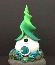 120 Easy And Simply To Try DIY Polymer Clay Fairy Garden Ideas. Polymer clay is a clay like material made from polyvinyl chloride (PVC), plasticizer and pigment. Polymer Clay Kunst, Polymer Clay Fairy, Fimo Clay, Polymer Clay Projects, Polymer Clay Creations, Clay Fairy House, Fairy Houses, Garden Houses, Diy Fimo