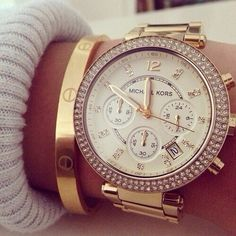 Michael Kors watch worn with gold bangle | modaparameninas