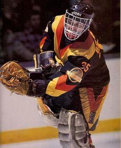 Richard Brodeur Hockey Goalie, Hockey Games, Ice Hockey, Hockey Pictures, Goalie Mask, Vancouver Canucks, Nfl Fans, Detroit Red Wings, Nhl