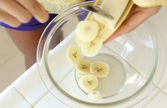 Ze mixt stukjes banaan met eieren. Wanneer je ziet wat ze maakt? Lekker en gezond! - Zelfmaak ideetjes