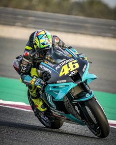 Motogp Valentino Rossi, Valentino Rossi 46, Never Settle Wallpapers, Vale Rossi, Bike Pic, Motorcycle Racers, Vr46, Bmw Cars, Sport Bikes
