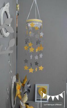 Mobile musical bébé avec chouette gris et jaune , nuages et étoiles ...