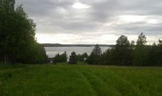 Ylhäältä näkee järvelle kun jaksais kävellä ylös
