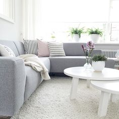 Beatiful picture of the living room of with our white Rhonda coffee tables. Living Room With Fireplace, Home Living Room, Living Room Designs, Living Room Decor, Living Room Inspiration, Interior Design Inspiration, Home Suites, Decoration, Furniture