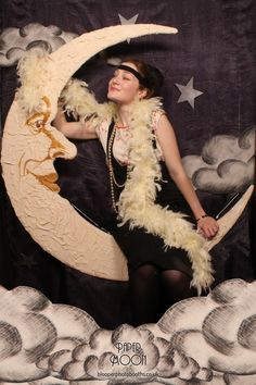 1920\'s Gatsby glamour with our \'Paper Moon\' photo booth scene