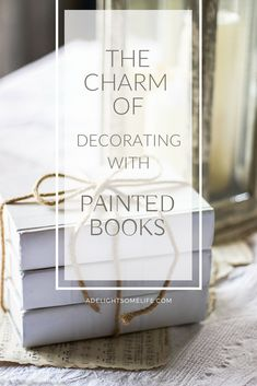 How to Decorate with Chalk Painted Books.Using books to decorate has gone far beyond just putting them on bookshelves. Now we can add charm by painting books and displaying them in vignettes. Shabby Chic Bedrooms, Shabby Chic Decor, Upcycled Home Decor, Diy Home Decor, Old Book Crafts, Country Farmhouse Decor, Farmhouse Style, Farmhouse Books, Cottage Style