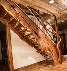 Beautilful wood stairs. Bel escalier en bois.