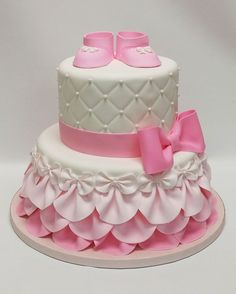 Pink baby shower cake baby shower cake ideas girl best shower cakes ideas on bridal shower Torta Baby Shower, Tortas Baby Shower Niña, Girl Shower Cake, Baby Shower Cupcakes For Girls, Baby Shower Desserts, Baptism Cakes For Girls, Cakes For Baby Showers, Baby Shower Cake Designs, Pretty Cakes