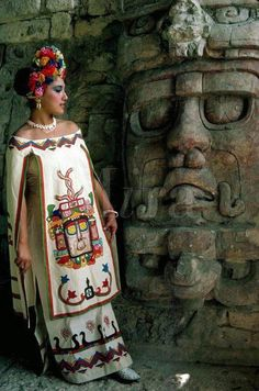 Young woman in mayan dress posing by statue of sun god at mayan ruins of kohunlich yucatan mexico indian feather decoration accessories maxi love bohemiastyle shopping clothing stylish fashion design boho amazing Mexican Folk Art, Mexican Style, Mexican Artwork, Mexican Heritage, Inka, Mexican Fashion, Style Ethnique, Beauty And Fashion, Mesoamerican