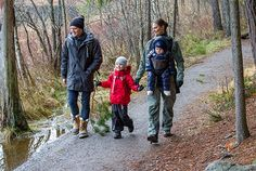 kungahuset.se:  The Swedish Crown Princess Couple released a Christmas photo, December 18, 2016-Prince Daniel, Princess Estelle, Crown Princess Victoria and Prince Oscar in Tyresta National Park