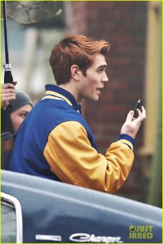 Kevin, I've been waiting for half an hour! Kj Apa Riverdale, Watch Riverdale, Riverdale Archie, Cw Tv Series, Series Movies, Grey's Anatomy, Aj Kapa, Betty And Jughead, Archie Andrews
