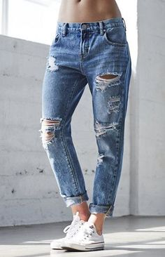 Bullhead Denim Co. Blue Eyes Ripped Skinny Boyfriend Jeans