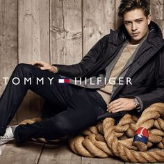 Tommy Hilfiger enlists Brazilian supermodel Francisco Lachowski and fashion's IT girl Gigi Hadid to star in their Fall Winter advertising campaign. Balmain, Fransisco Lachowski, Handsome Male Models, Tommy Hilfiger Fashion, Fendi, Gucci, Gisele Bündchen, Men Photoshoot, Photography Poses For Men