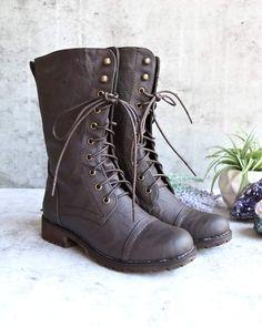 eeedf0028f A(z) Bakancs nevű tábla 25 legjobb képe | Office shoes, Style és ...