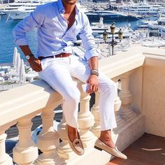 Memorial Day Weekend Stylish Travel Essentials, Light It Up in Linen, blue linen shirt and white pants, with loafers White Pants Men, White Pants Outfit, White Chinos, Joggers Outfit, Mens Joggers, White Jeans, Mens Fashion Blog, Fashion Mode, Fashion Check
