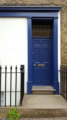 LOVE this blue door. Spotted in Clerkenwell, London. See my photo diary of Clerkenwell Design Week 2016 for more of my interiors inspo!