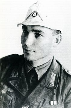 Leutnant Hellmut von Leipzig in his Afrikakorps uniform.