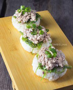 Japanse rijstkoekjes met tonijnsalade en zeewiersalade. Een makkelijke hapje of voorgerecht dat je van tevoren kan klaarmaken.