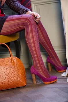 Funky tights with fuchsia and red flower prints. I want these tights Funky Tights, Cool Tights, Patterned Tights, Grunge Look, Style Grunge, 90s Grunge, Soft Grunge, Fashion Tights, Fashion Heels