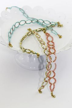 DIY Seed bead circle bracelet, free tutorial from Henry Happened.  Clear, simple instructions with plenty of photos -- easy peasy  ;-)  #handmade #jewelry #beading