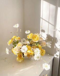 Flower Centerpieces, Wedding Centerpieces, Wedding Bouquets, Wedding Decorations, Modern Wedding Flowers, Floral Wedding, California Poppy, Ikebana, Plant Decor