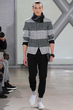 Issey Miyake - Fall 2015 Menswear - Look 15 of 37