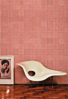 Duas criações geniais dos Eames: La Chaise e o cabideiro Hang-it-all