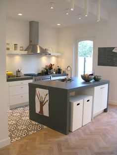 Kitchen island rotterdam renovation tiles and fishbone wood flooring Kitchen Dinning, Kitchen Tiles, Kitchen Flooring, New Kitchen, Kitchen Decor, Black Kitchen Cabinets, Black Kitchens, Home Kitchens, Canapé Design