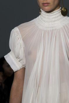 Jil Sander at Milan Fashion Week Spring 2018 - Details Runway Photos Fashion Week 2018, Fashion 2020, Runway Fashion, Fashion Outfits, Womens Fashion, Fashion Trends, Milan Fashion, Jil Sander, Fashion Details