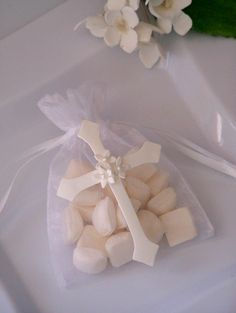 First Communion, baptism, confirmation Cross party favor bags 10 pieces via Etsy. First Communion Favors, Baptism Favors, First Holy Communion, Baptism Ideas, Baptism Party, Baby Christening, Party Mottos, Baptism Decorations, Baptism Centerpieces