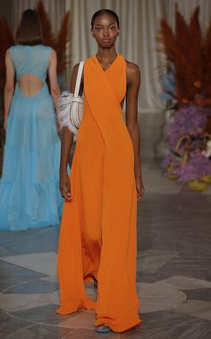 The 7 Trending Spring Colors Fashion People Love Runway Fashion, Fashion Show, Fashion Outfits, Womens Fashion, Fashion Tips, Dubai Fashion, Fashionable Outfits, Dressy Outfits, Petite Fashion