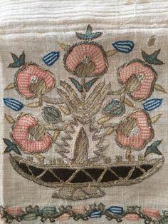 Tarihi El İşi Örnekleri ve Antika El Sanatları ,  #antikaelişiörtüler #elişiörnekleriveyapılışı #engüzelelişiörnekleri #yöreselelsanatlarınelerdir , El sanatlarımızın tarihi çok eskilere Orta Asya'ya kadar dayanır. Yapılan sanat eserlerinde göçebe hayatın özellikleri tarihi kalıntılar...