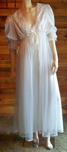 VINTAGE TOSCA of CALIFORNIA WHITE CHIFFON MEDIUM NIGHTGOWN and ROBE SET 6750 #TOSCA