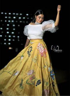 Shamna Kasim (Poorna) Actress Photos Stills Gallery Party Wear Indian Dresses, Designer Party Wear Dresses, Indian Gowns Dresses, Dress Indian Style, Indian Fashion Dresses, Indian Designer Outfits, Indian Wedding Outfits, Skirt Fashion, Party Wear Lehenga