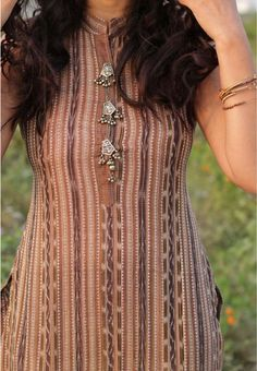 Indian fashion street style silver buttons on cotton kurti, copy the look! Fancy Buttons, Silver Buttons, Indian Dresses, Indian Outfits, Indian Fashion Trends, Rhinestone Jewelry, Silver Jewelry, Silver Ring, Indian Jewelry